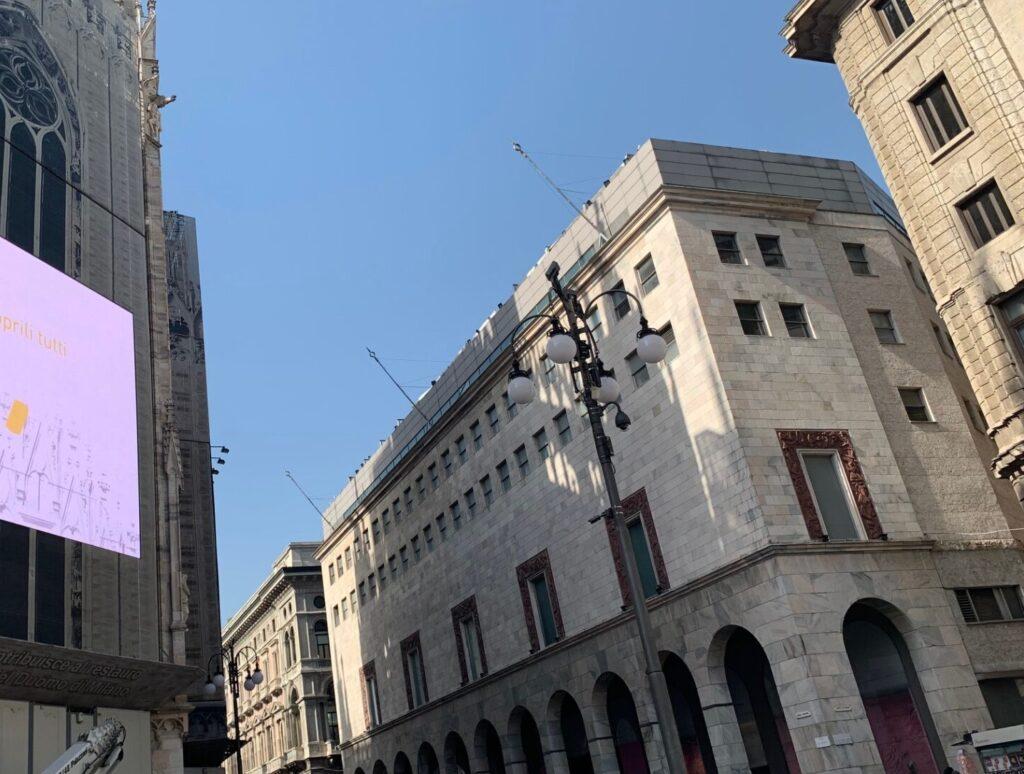リナシェンテミラノの外観