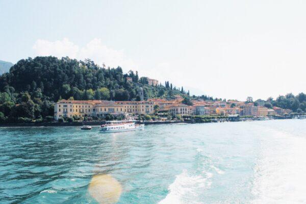一番左端がグランド・ホテル・ヴィラ ・セルベッローニ