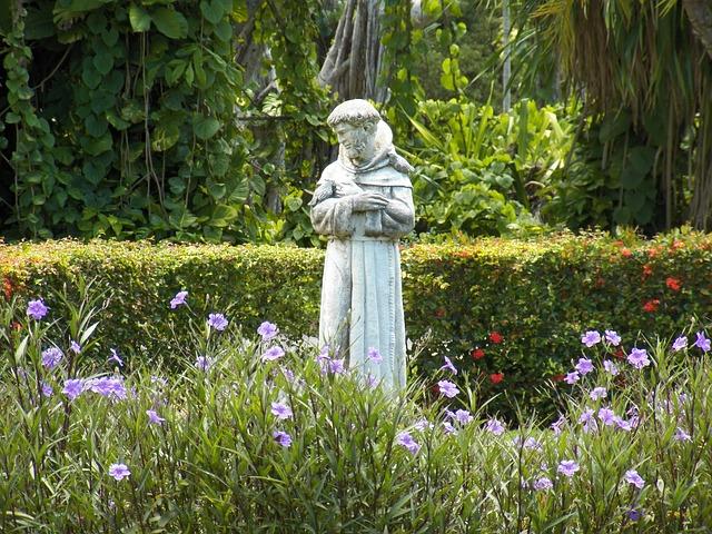 聖フランチェスコの像
