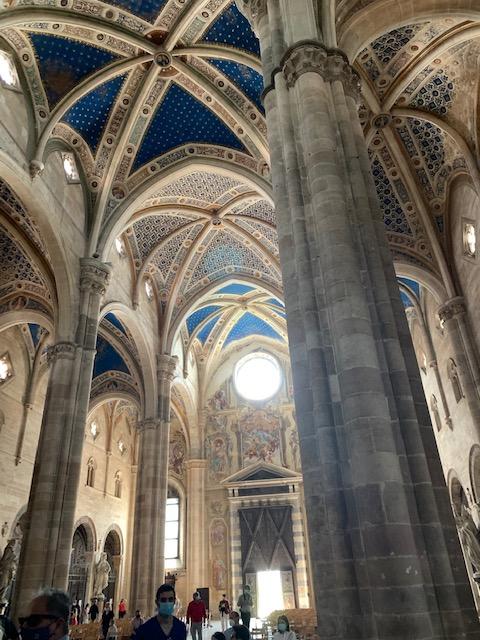 ゴシック建築の教会内