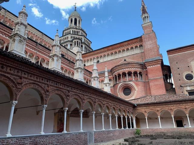 パヴィア修道院の小回廊