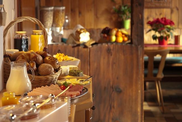 ホテルの朝食ブッフェ式