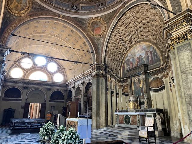 祭壇とサチェッロ