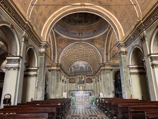 サンサティロ教会に入る