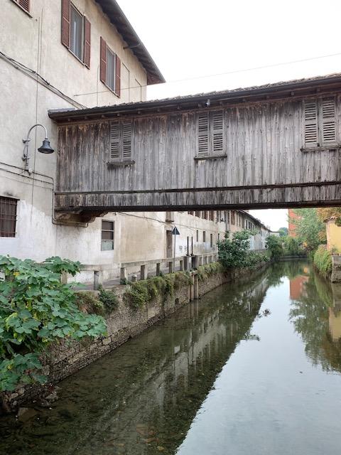 ゴルゴンゾーラ街の水路